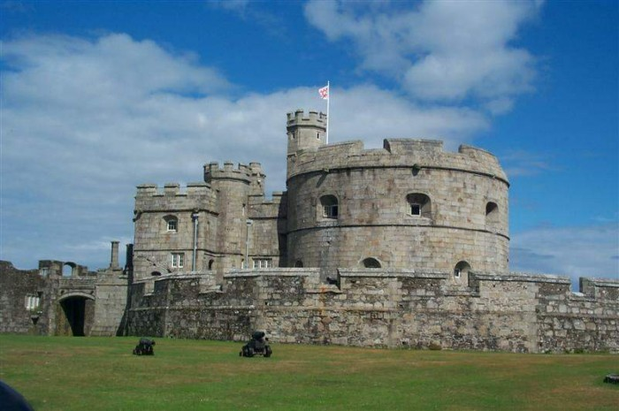 Pendennis Castle - dog friendly places in Cornwall