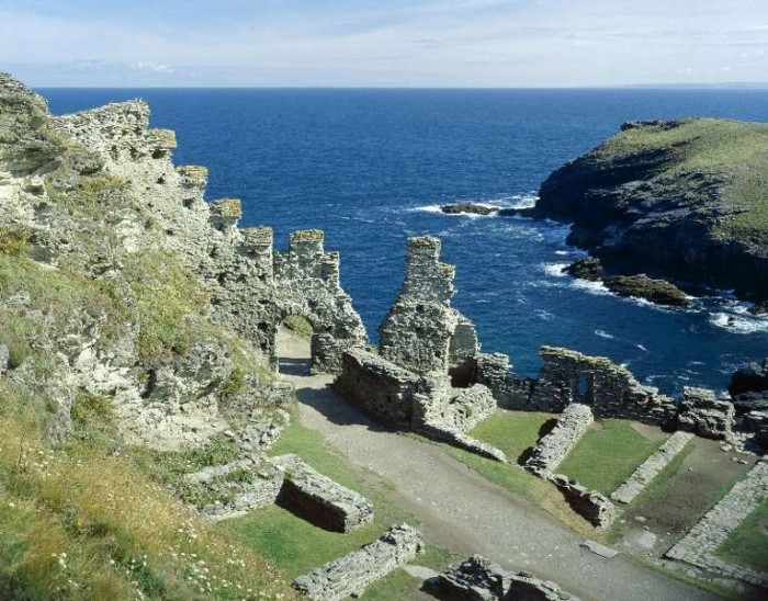 Tintagel Castel - dog friendly places in Cornwall