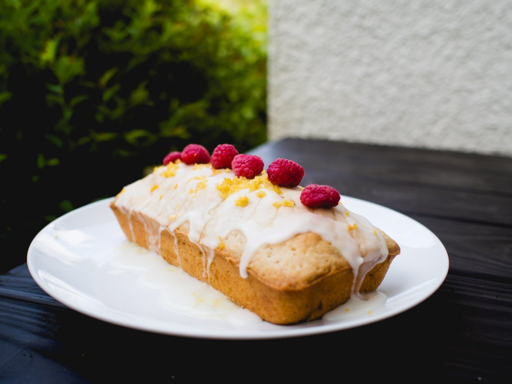 Vegan lemon drizzle